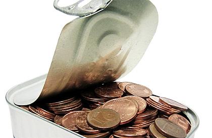 Bild von Münzen in einer Blechbüchse